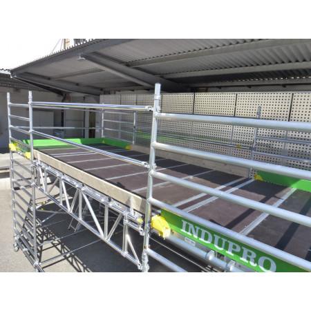 ... Trägerrahmen und Plattformen werden diese zu einer einzigen grossen Fläche zusammengebaut.