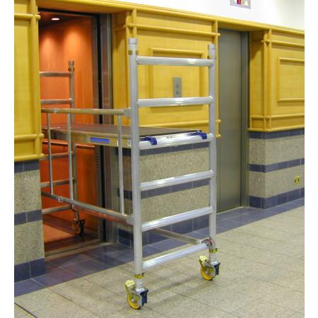 Das Basisgerüst passt durch alle gängigen Türen und in Aufzüge