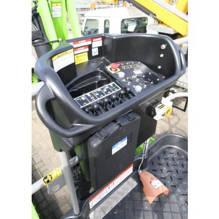 SiOPS™ reagiert sofort und stoppt die Maschine, wenn erkannt wird, dass der Bediener gegen die Konsole gedrückt wird.