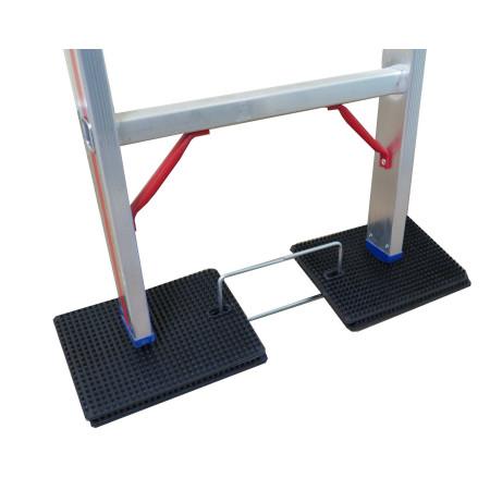 Mit den Antirutschmatten steht die Leiter stabil und sicher