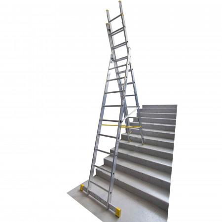 Variante 3 x 10 als Stehleiter auf einer Treppe
