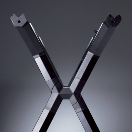 Grosse V-Form zur Aufnahme von Balken und Rohren